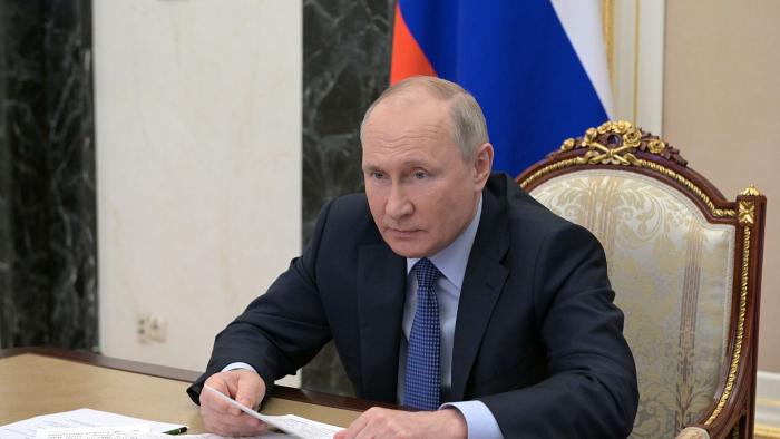 Песков ответил на вопрос о работе Путина над статьей о коренных народах