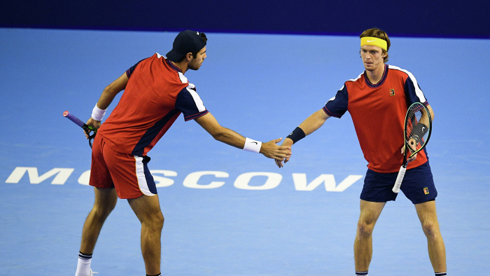Хачанов и Рублев вышли в четвертьфинал Кубка Кремля по теннису в парах
