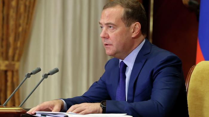 Медведев: нужно дождаться появления «вменяемого руководства» на Украине