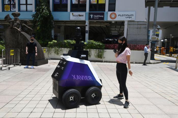 Роботы начнут выискивать нарушителей наулицах Сингапура