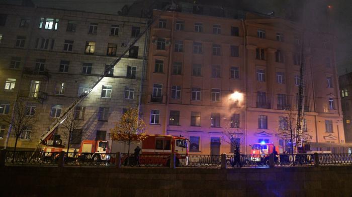 При пожаре в жилом доме в Петербурге пострадали более 20 квартир