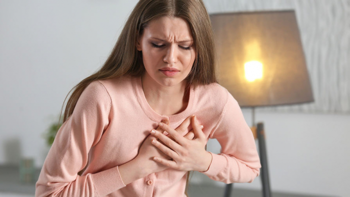 Ученые связали длительные месячные сболезнями сердца